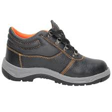 SAFETY SHOES SUPPLIERS IN UAE from NABIL TOOLS AND HARDWARE COMPANY LLC