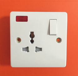 Electrical 3 Pin Switched Socket  Light 13A Switch
