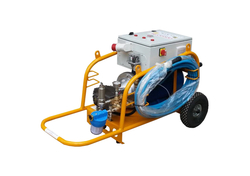 PRESSURE WATER CLEANING MACHINE FOR TANKS