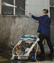 HIGH PRESSURE FLOOR CLEANING MACHINE